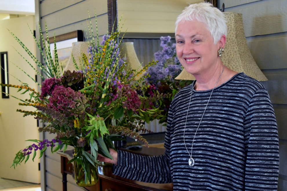 photo wcg member at flower arranging sept